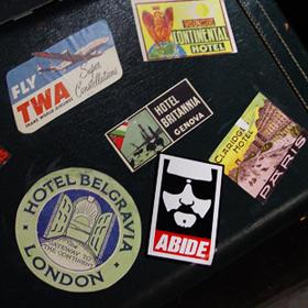 Uszkodzony lub zagubiony bagaż w podróży lotniczej – co wtedy robić?