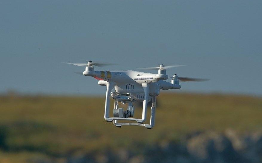Jesteś operatorem drona? Nowe przepisy już w okresie wakacyjnym – sprawdź co się zmieni