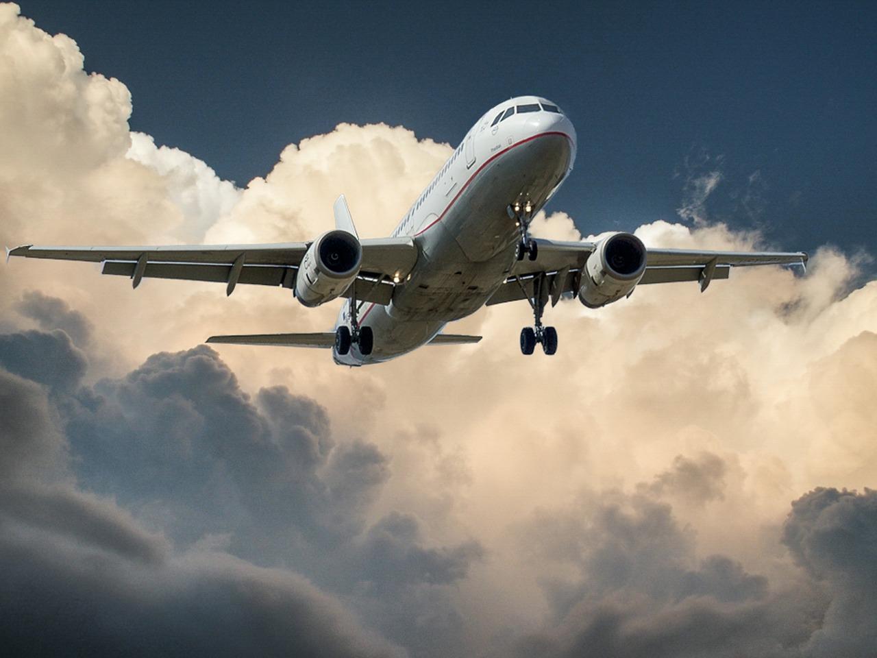 Jak wyszukać tanie loty samolotem